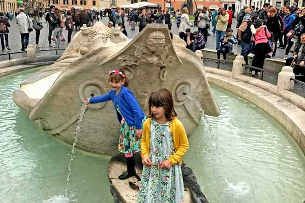 Kids tours of Rome - Fountain